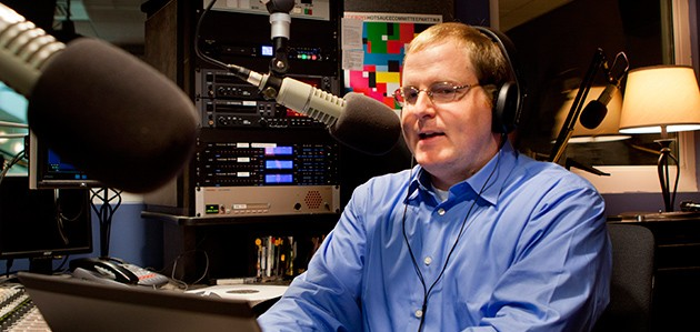 Professor Jeffrey McCutcheon in the studio. (Chris LaRosa/UConn Photo